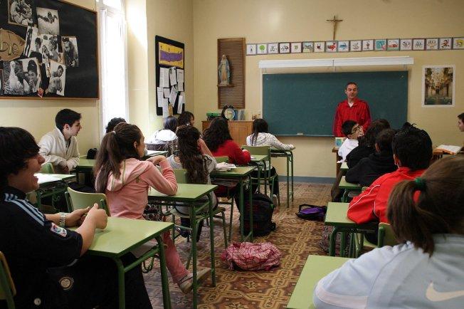 https://diarioab.files.wordpress.com/2013/05/colegio.jpg